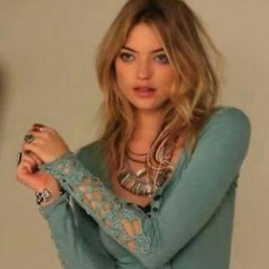 🌱Mudd Crochet Cuff turquoise Henley🌱